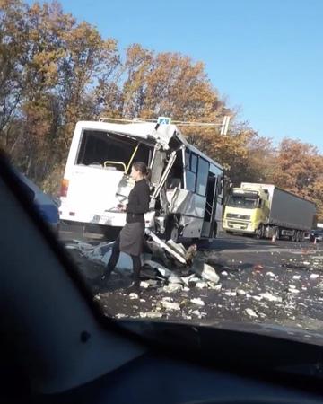 В Рыбновском районе столкнулись фура и автобус. Видео rzn_life rzn ryazan