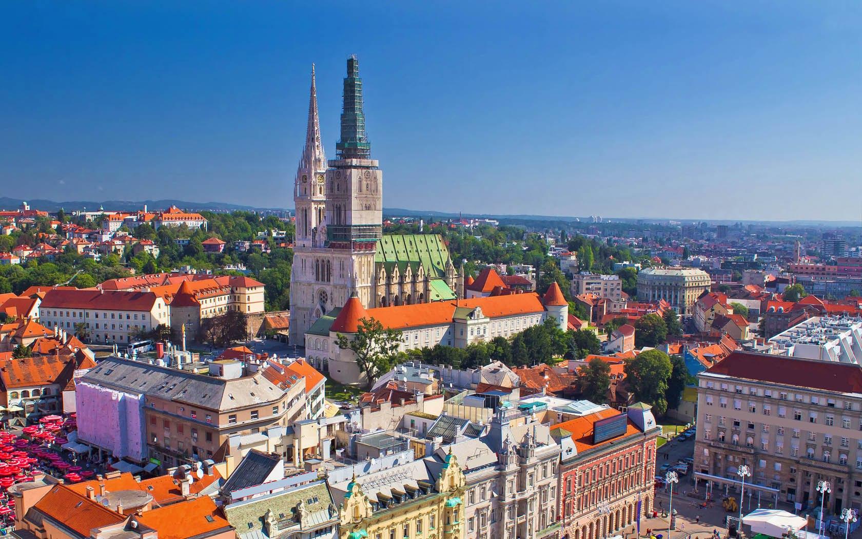 Панорамный вид исторической части Загреба