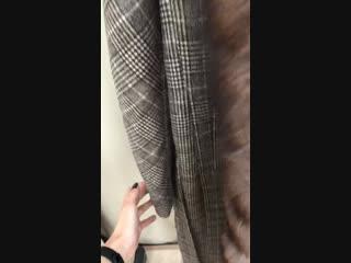 пальто в клетку с мехом