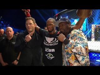 Майкл Пэйдж, 50 Cent и голливудский актёр Крис Пратт за кулисами Bellator 200