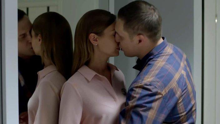 Смотреть онлайн сериал Восток-Запад 2 сезон 38 серия бесплатно в хорошем качестве