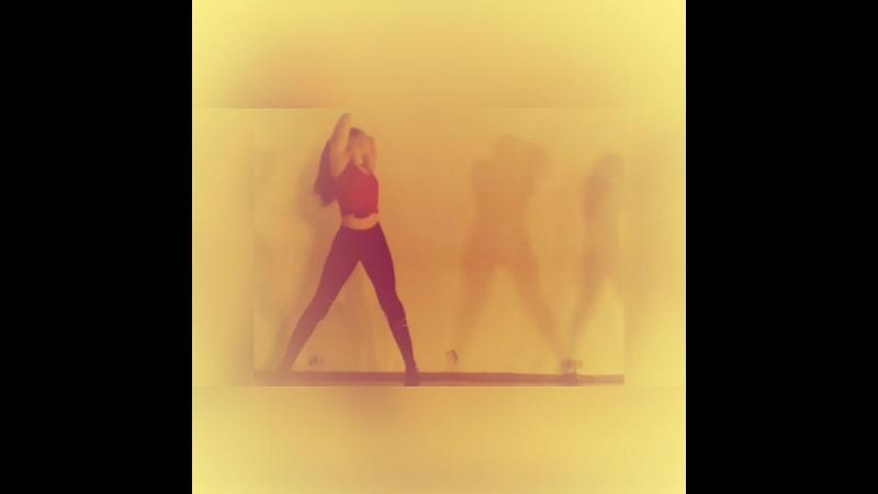 VProduction vk.comvipolzovaproduction каждыйвторник20.00 печатныйдвор зал12 танец у стены лучшиетанцывспб танцуй