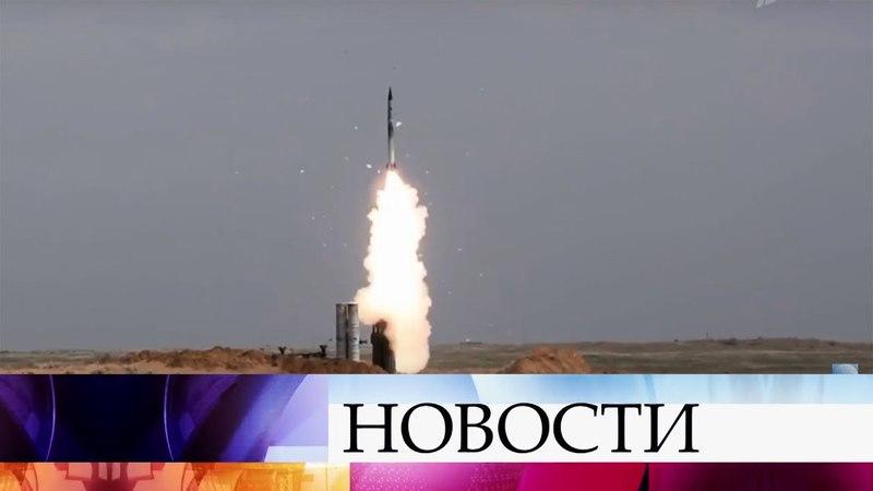 На полигоне Капустин Яр прошли учения войск ПВО по отражению ракетной атаки.