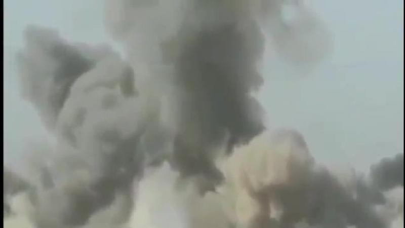 Пикап смертника разлетелся на куски от снаряда французской армии в Сирии
