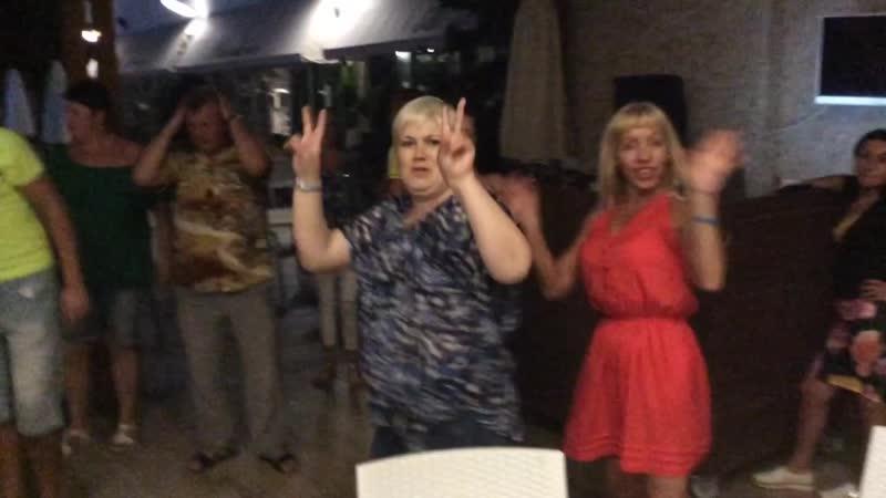 Так в отеле Sun Star в Алании отдыхают в баре туристы из разных городов России