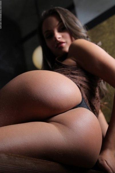Anitta faz sexo com o primo