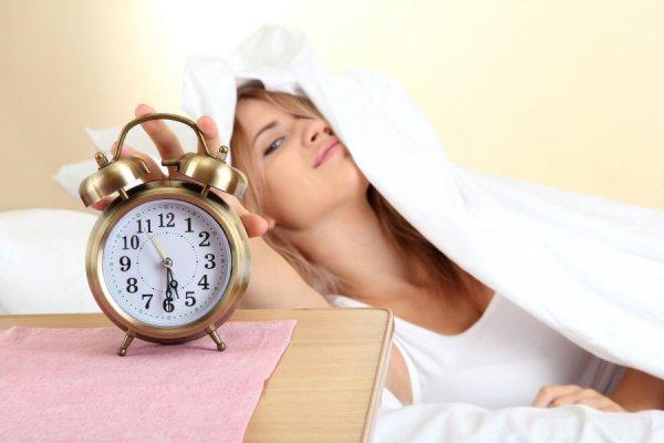 Регулярная перепроверка для подтверждения того, что будильник установлен, может быть признаком ОКР.