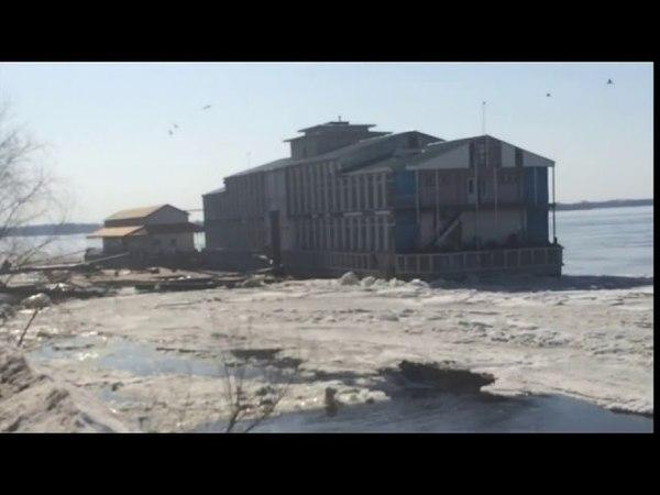 В Самаре лед оторвал дебаркадер