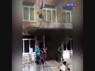 Дверь была закрыта: в школе Владивостока произошел пожар