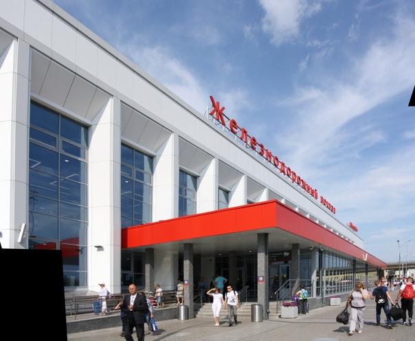 Отремонтированное крыльцо вокзала.  21 августа 2018