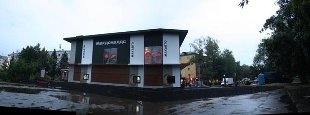 В НиНо было два Макдональса: на Горького, чтобы кушать после Покры; и на Московском, чтобы кушать перед отъездом.  Теперь и в Ленинском районе построили ресторан.