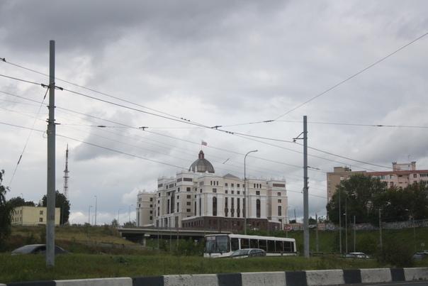 Свежие здание суда.