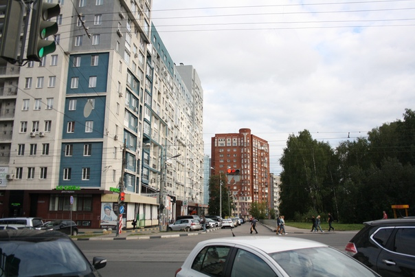 Нижегородский футуризм не обязательно коричневый и жёлтый, есть и голубой и серый. Однако, конструктивный облик хорошо узнаваем.