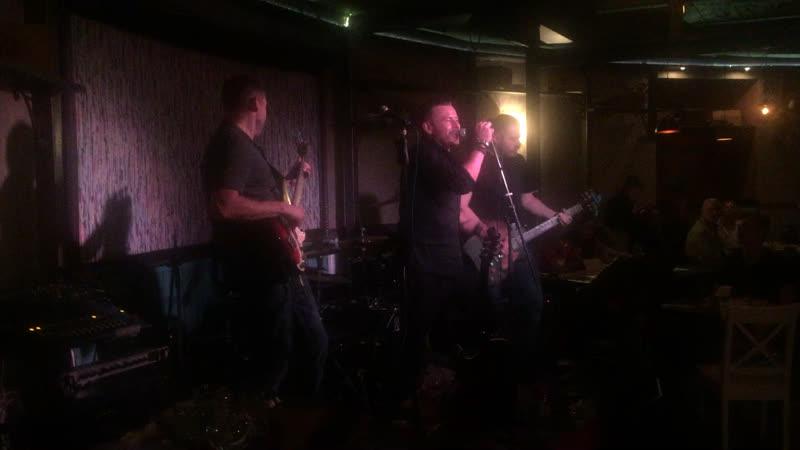 """Классно вчера отыграли @ivanrudakov_ruda и группа """"RU-DA""""в @dumabar на Моховой!Rock-n-roll-жив!Молодцы!🤘😎🎸🎼🔥"""