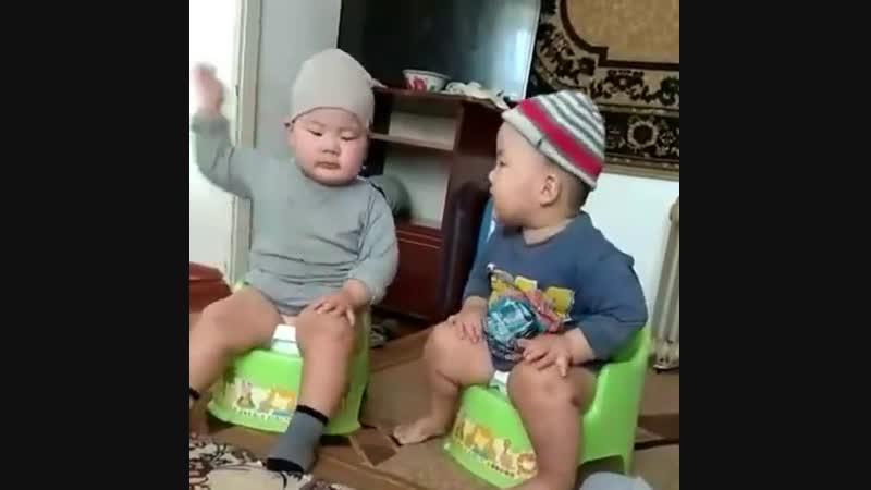 Дебаты на горшке дети,прикол, прикол с детьми.(Детская одежда пермь Godetki)