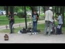 Питер. Парни из Эквадора поют в Александровском саду