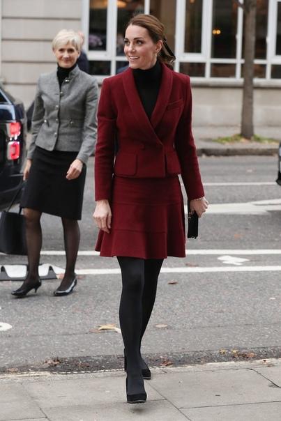 Кейт Миддлтон в элегантном костюме посетила лабораторию нейронауки в Лондоне