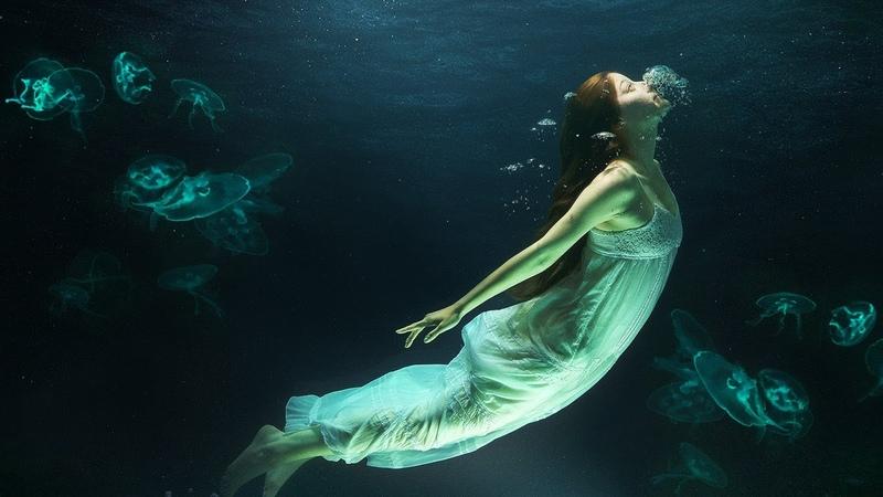 Девушка под водой Обработка в Фотошоп снимка девушки в воде