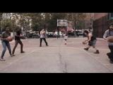 Легендарные «Harlem Globetrotters» показали, как создавать музыку при помощи мяча, асфальта и площадки.