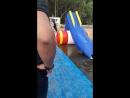 сына купается