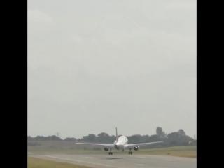 Самолёт и ветер