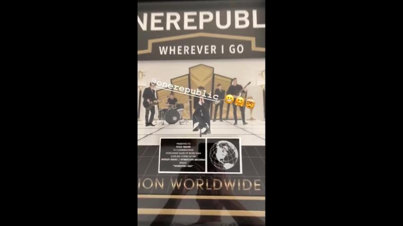 Презентован, чтобы отметить продажи сингла Wherever I go в мире более 3 млн копий