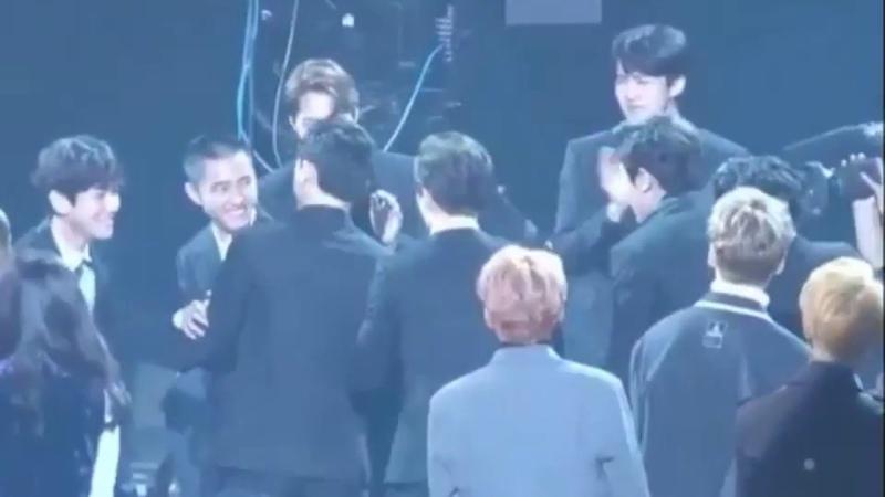 (171115) EXO - Funny Reaction All Member to Kyungsoo @ Asia Artist Award