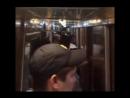 Полицейских разместили на полу поезда