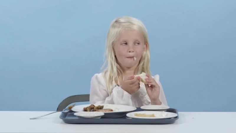 дети пробуют еду со всего мира