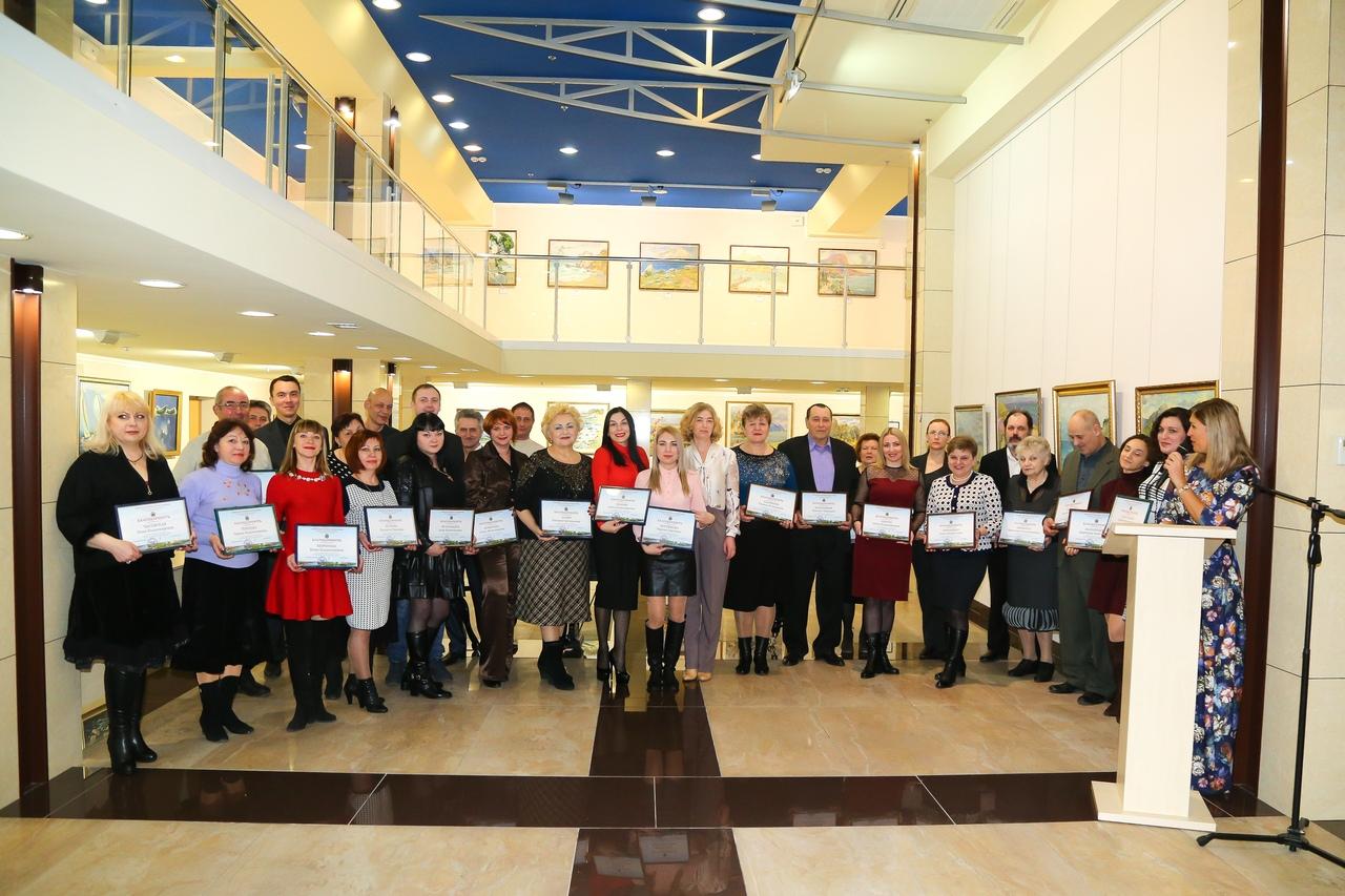 В ХМ «Арт-Донбасс» работников культуры поздравили с наступающим профессиональным праздником