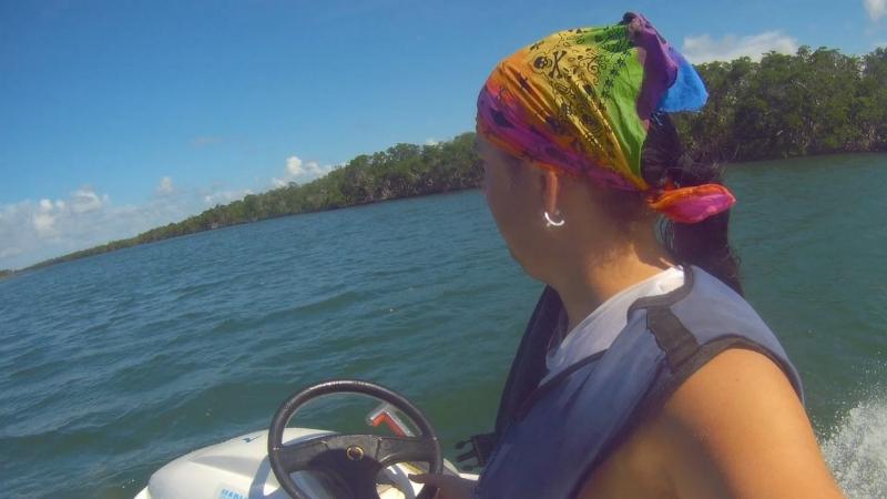 Полтора часа катания на полускутере - полумоторной лодке по открытому океану и каналам - просто щикааарно.