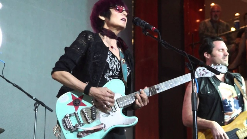 Rosie Flores covers the Sex Pistols song Pretty Vacant