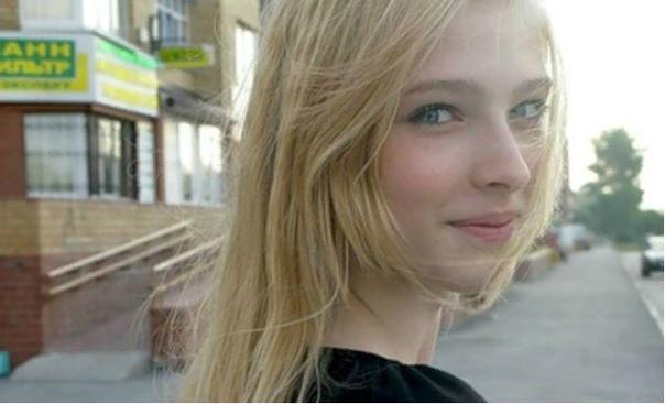 Алена Шишкова Алена Шишкова производит впечатление холодной, гламурной красавицы, чей день расписан по минутам, которая не сойдет с пьедестала под давлением обстоятельств.Но в разговоре с