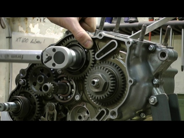 XT 600 Engine assembly part 1