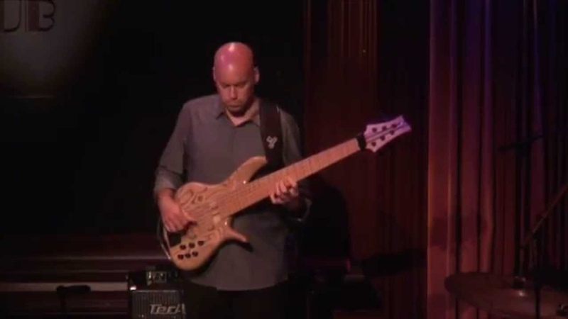 David Hughes Bass Solo on Linus Tells Charlie (David Benoit)