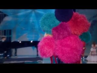 Leslie Odom Jr. - Winter Song ft. Yundi (Victoria's Secret 2017 Fashion Show Performance)_(VIDEOMEGA.RU)
