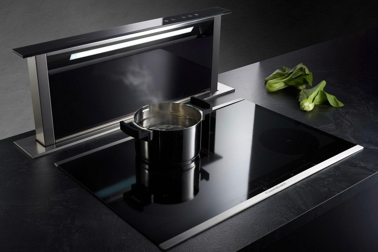 Черная кухонная техника - гладкая, изощренная, серьезная