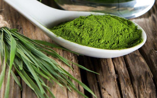 Порошок спирулины изготовлен из водорослей определенного типа.