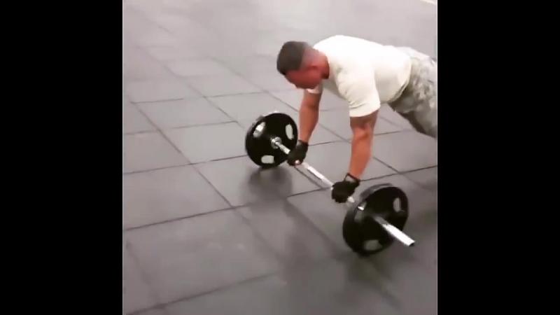 Тренировка Американского солдата в тренажерном зале (720p).mp4