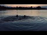 Водичка в 22:56 очень тёплая, но заплывать далеко невозможно из-за этой особы, потому что бесконечный смех просто топит😂😌💋💋