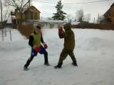 бокс против русского стиля ,этот спецназовец захотел остаться безликим!защита от ножа одиночного нападения тычком с дистанции !