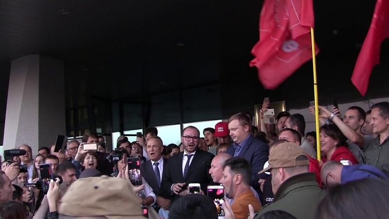 Секретарь и красный губернатор Ищенко на митинге во Владивостоке 17 09 2018