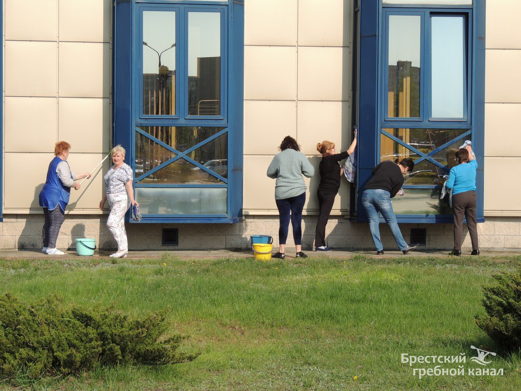 """С благими намерениями на Брестском гребном канале высажена аллея """"Гордости и славы"""""""