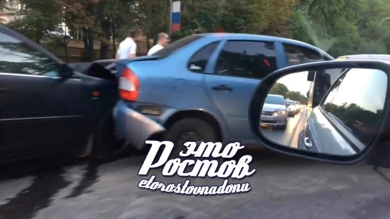 Паровозик из 4 машин на пр.Стачки в районе ТРЦ Сокол - 3.06.18 - Это Ростов-на-Дону!