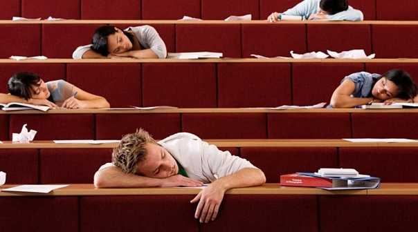 Случай на лекции Бывшие студенты, наверное, помнят, как мучительно хочется спать на первой лекции, особенно если она в 8 утра, а перед этим вы полночи готовились к парам. Эта лекция была как раз