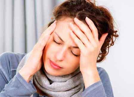 Люди с синдромом хронической усталости могут регулярно испытывать головные боли, а также боли в мышцах и суставах