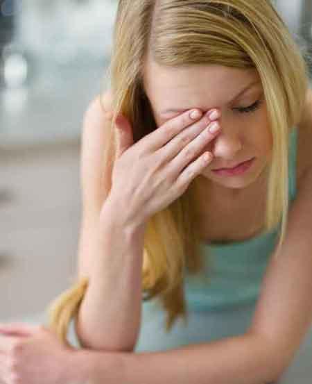 Люди с синдромом хронической усталости могут испытывать головные боли, а также боли в мышцах и суставах