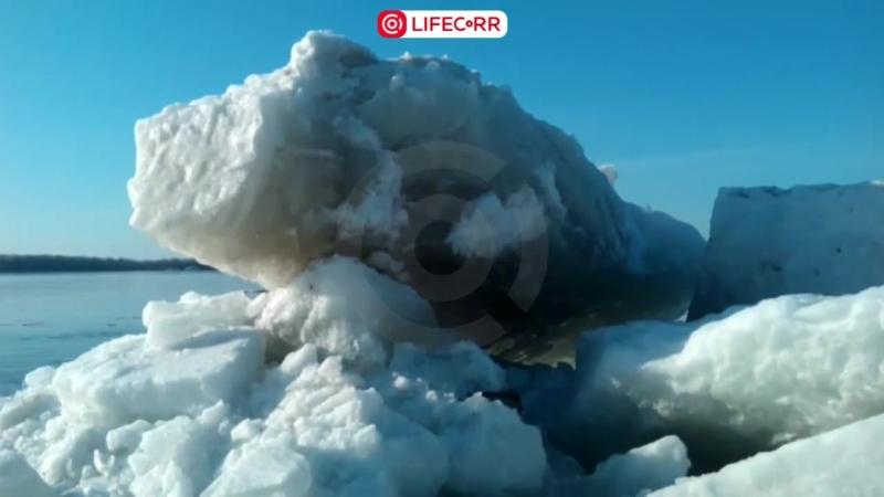 В Самаре гигантские глыбы льда влетели в пристань