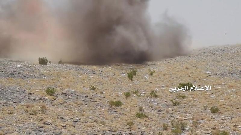 Хуситы уничтожили безоткатное орудие, пулемёт и фортификации хадистов в районе Нихм.