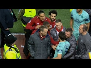 Virgil Van Dijk defending Mo Salah against Sokratis